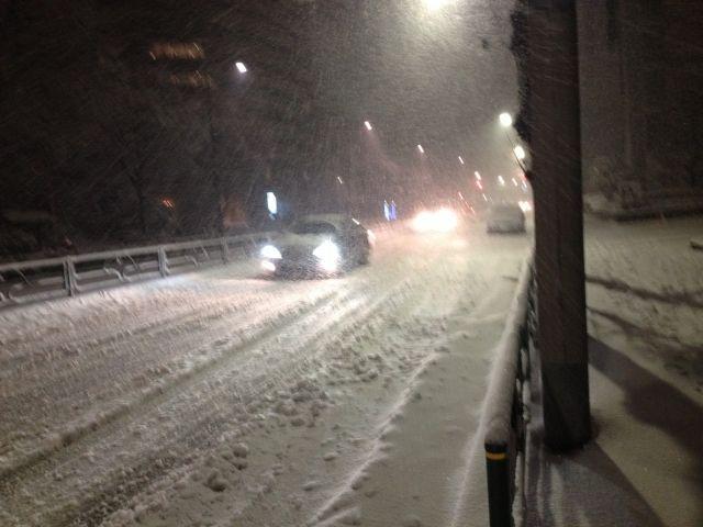 【東京】首都圏で記録的大雪に!関東各地で「20cm超」…交通混乱や雪でのケガに注意呼びかけ
