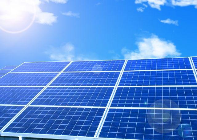 【ソーラーシェアリング】畑の上にソーラーパネルを設置…全農地に導入したら「原発1840基分」