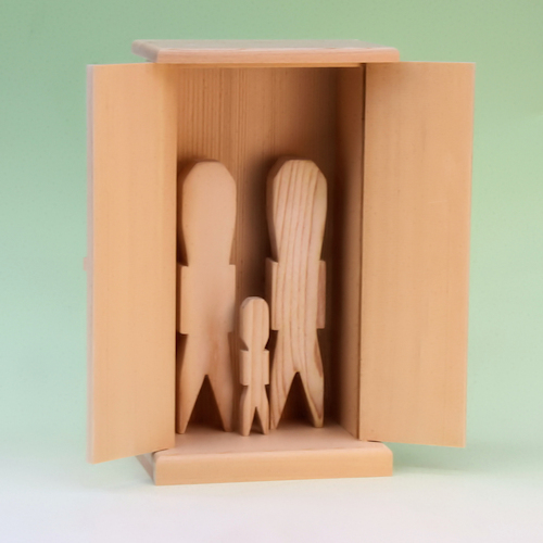 木製人形代と御札舎本一社