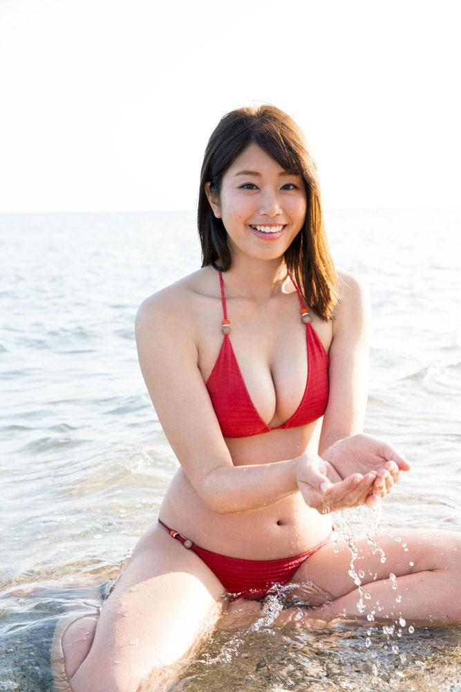 神スイングで話題の稲村亜美の水着の高画質な画像まとめ