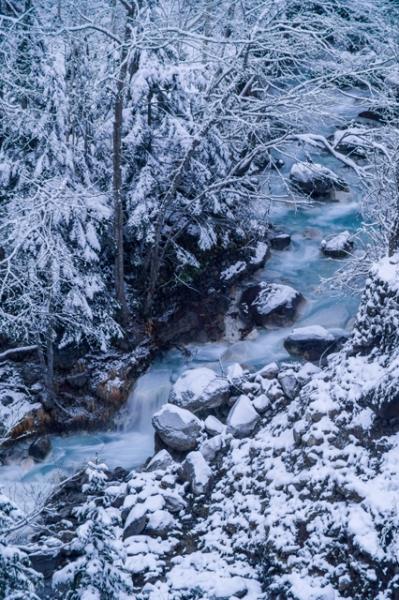青い川-1