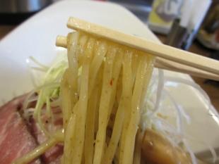 赤しゃもじ新潟東 濃熟醤油つけめん 麺