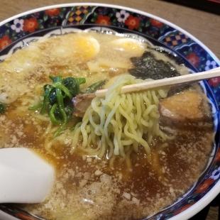 てんてん新松崎 黒豚背脂醤油ラーメン 麺