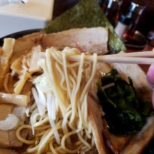 肉バカ弁天 チャーシュー麺 麺