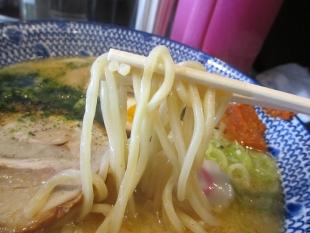 武士屋 味噌ラーメン 麺