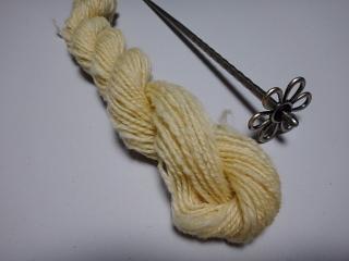 啓翁桜で染めたコリデール紡ぎ