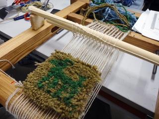 織り機はこんな感じ