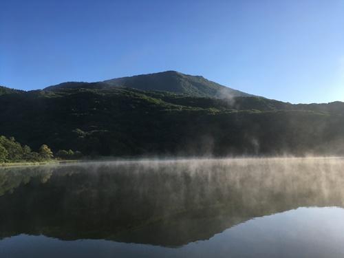 黒姫山・泥んこ登山①(駐車場と古池)