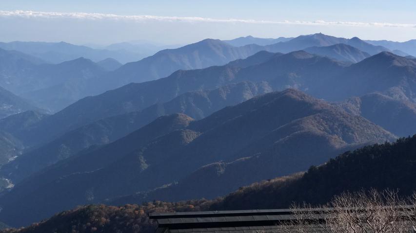 東側の眺望です。高城山、雲早山方向。