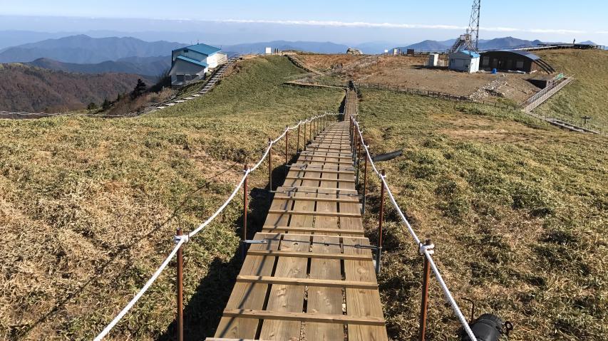 剣山山頂の隆起準平原