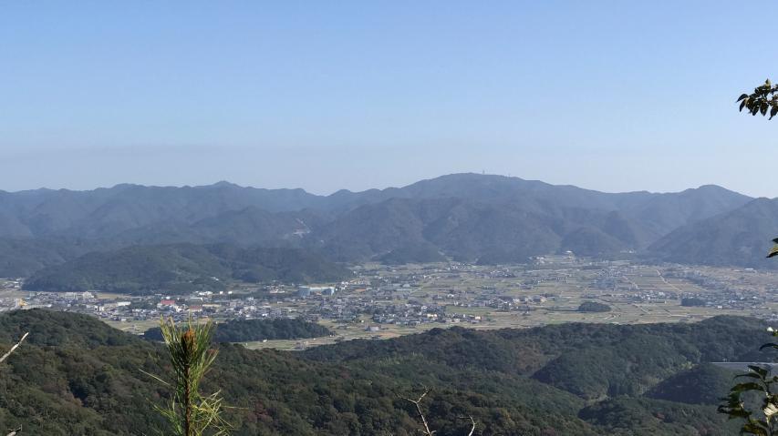 南あわじ市福良の裏山から諭鶴羽山を眺める