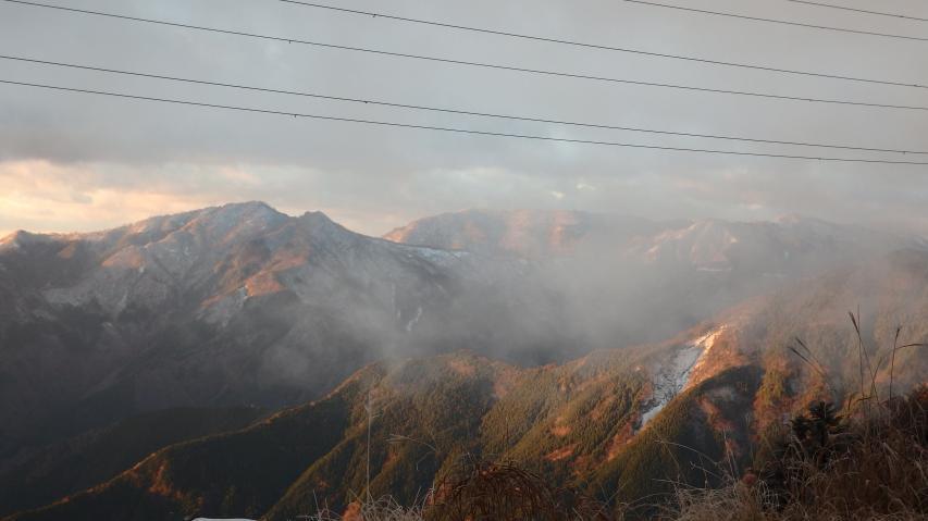 那賀町の山々は山頂付近が雪化粧