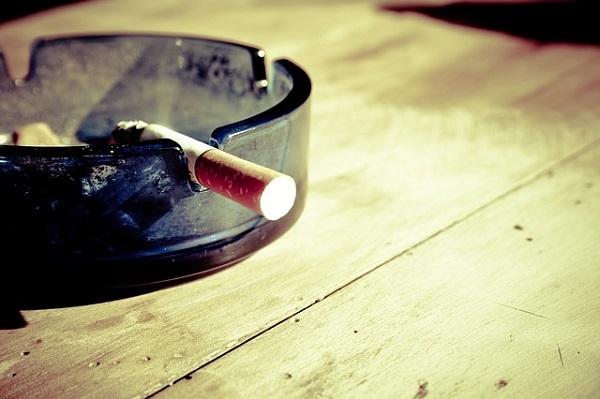 フリー画像・煙草の吸いかけ