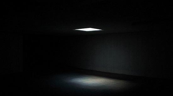 フリー画像・闇に灯り