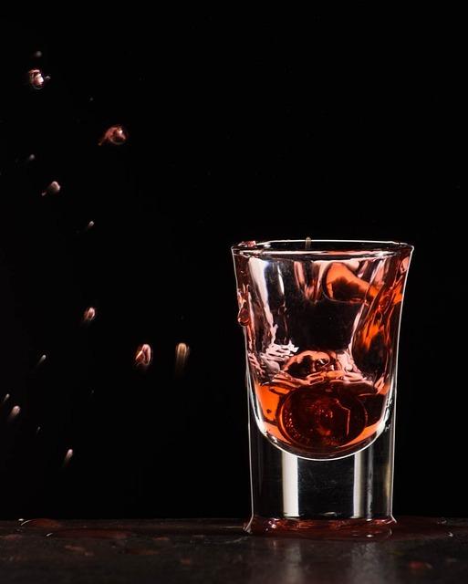 フリー画像・赤いグラス