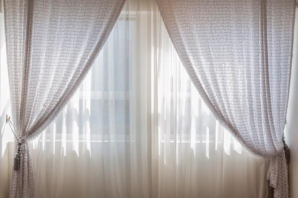 フリー画像・レースのカーテンの窓