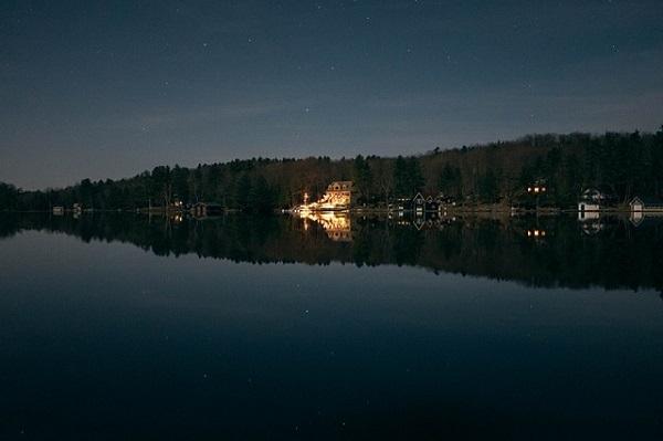 フリー画像・夜の湖