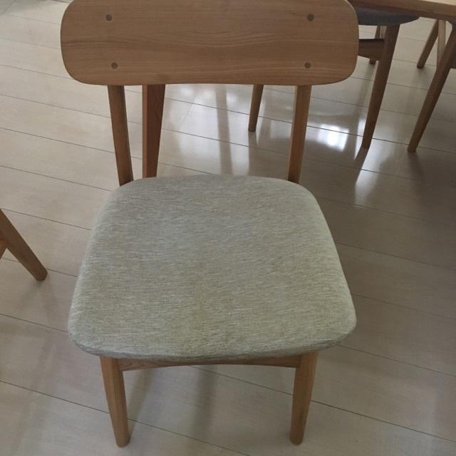 張替え前の椅子