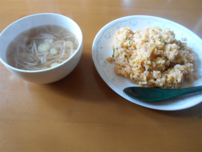 310210キムチ炒飯とスープ