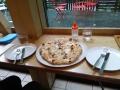 富良野チーズ工房のピザ