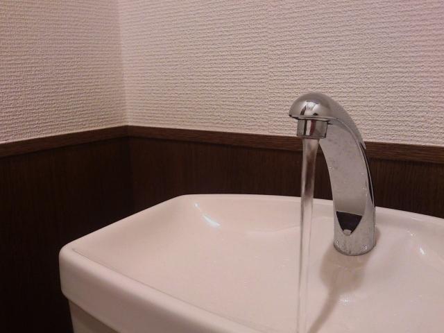 トイレの手洗い管の勢いが急に強くなった場合の対処法
