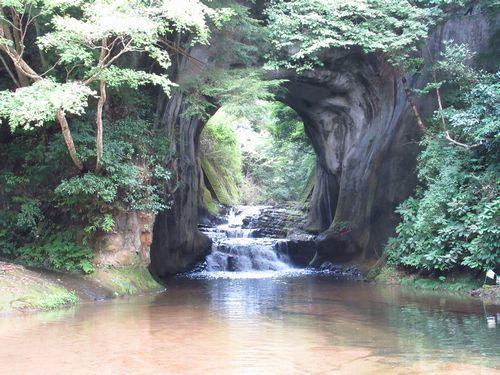 亀岩の洞窟9