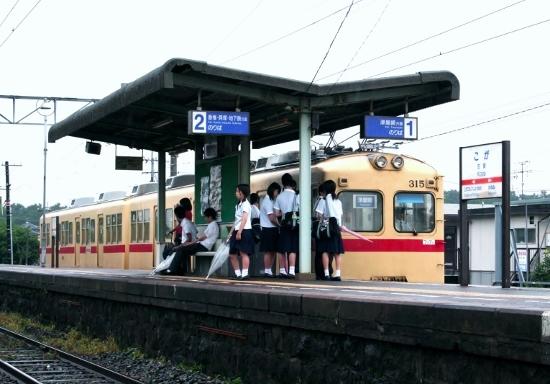 ⑧古賀駅ホーム