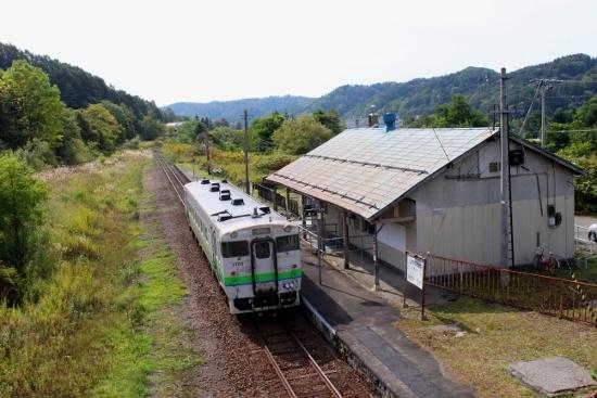 ⑦鹿ノ谷駅停車中 (550x367)