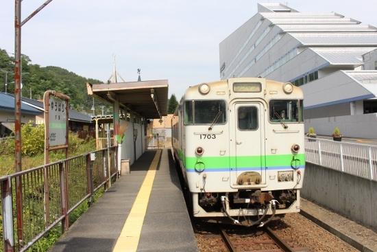 ⑫夕張駅ホーム(550x367)