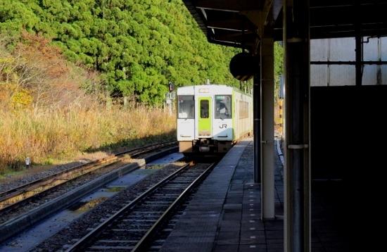 ⑯越後金丸駅ホーム (550x358)