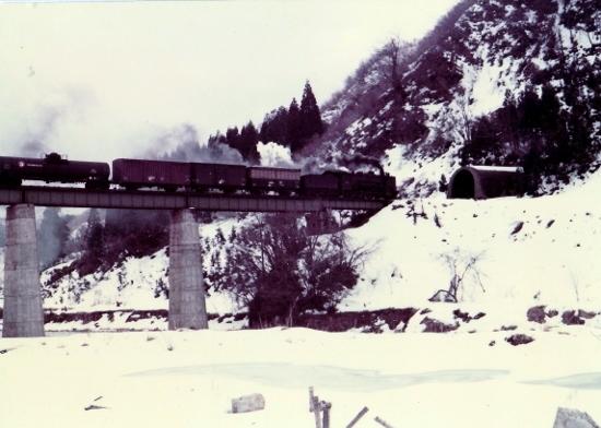 ①越後下関~越後片貝貨物列車S47
