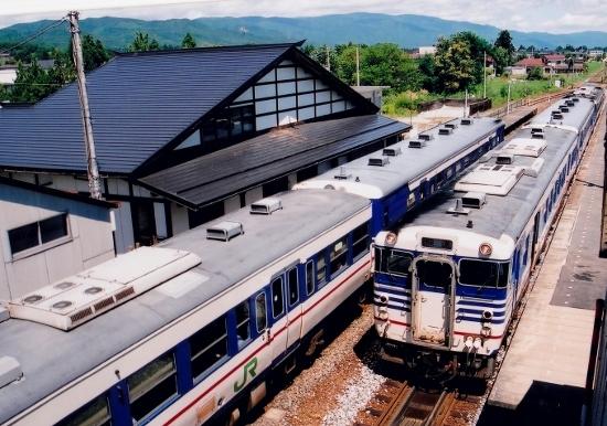⑩羽前椿駅交換