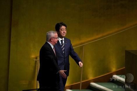 国連総会で演説に向かう安倍晋三首相(470x313)