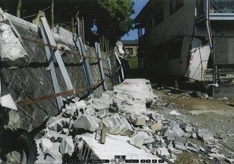 擁壁上から崩落したCB塀01(470x330)