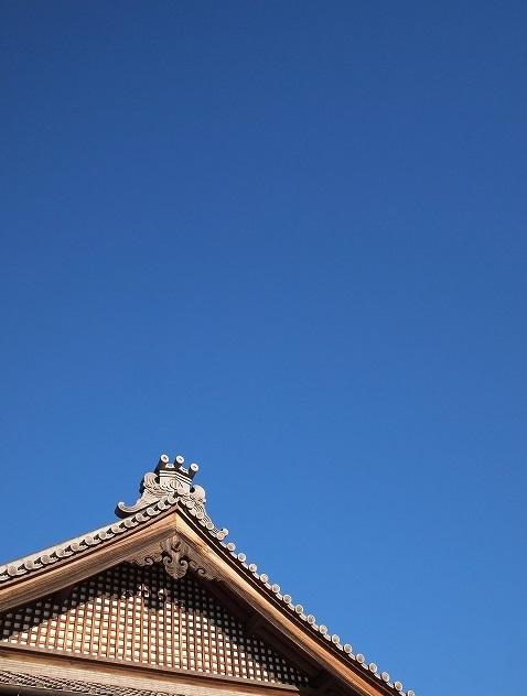 500青空と本堂1709182