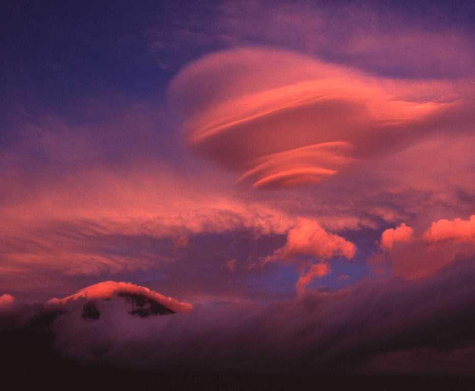 染まる吊るし曇
