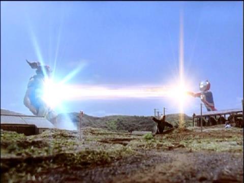コズミューム光線でカオスヘッダーを除去されるカオスデルゴラン