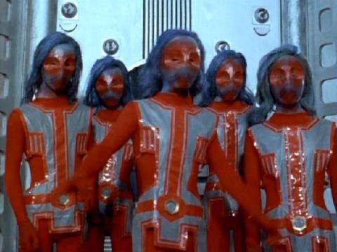 モノロン星人の着ぐるみは『ウルトラセブン』に登場したゴース星人を赤色にリペイントしたもの