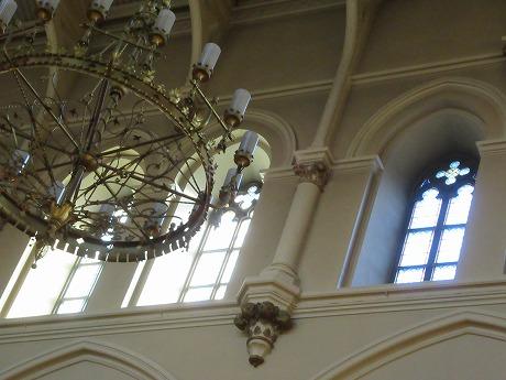 聖ヨハネス教会シャンデリアと窓