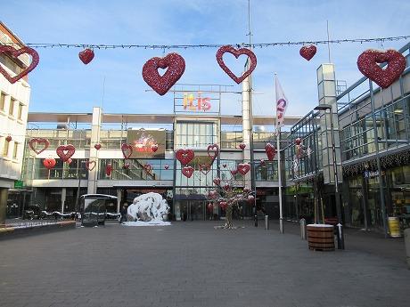 ショッピングセンター前