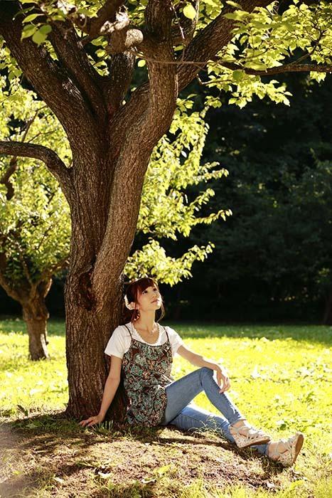 彩音:大きな木の下で3