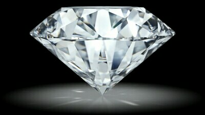 ダイヤモンドを横から見た画像