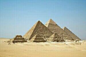 エジプト三大ピラミッド