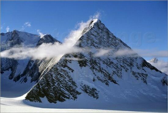 南極のピラミッド1基